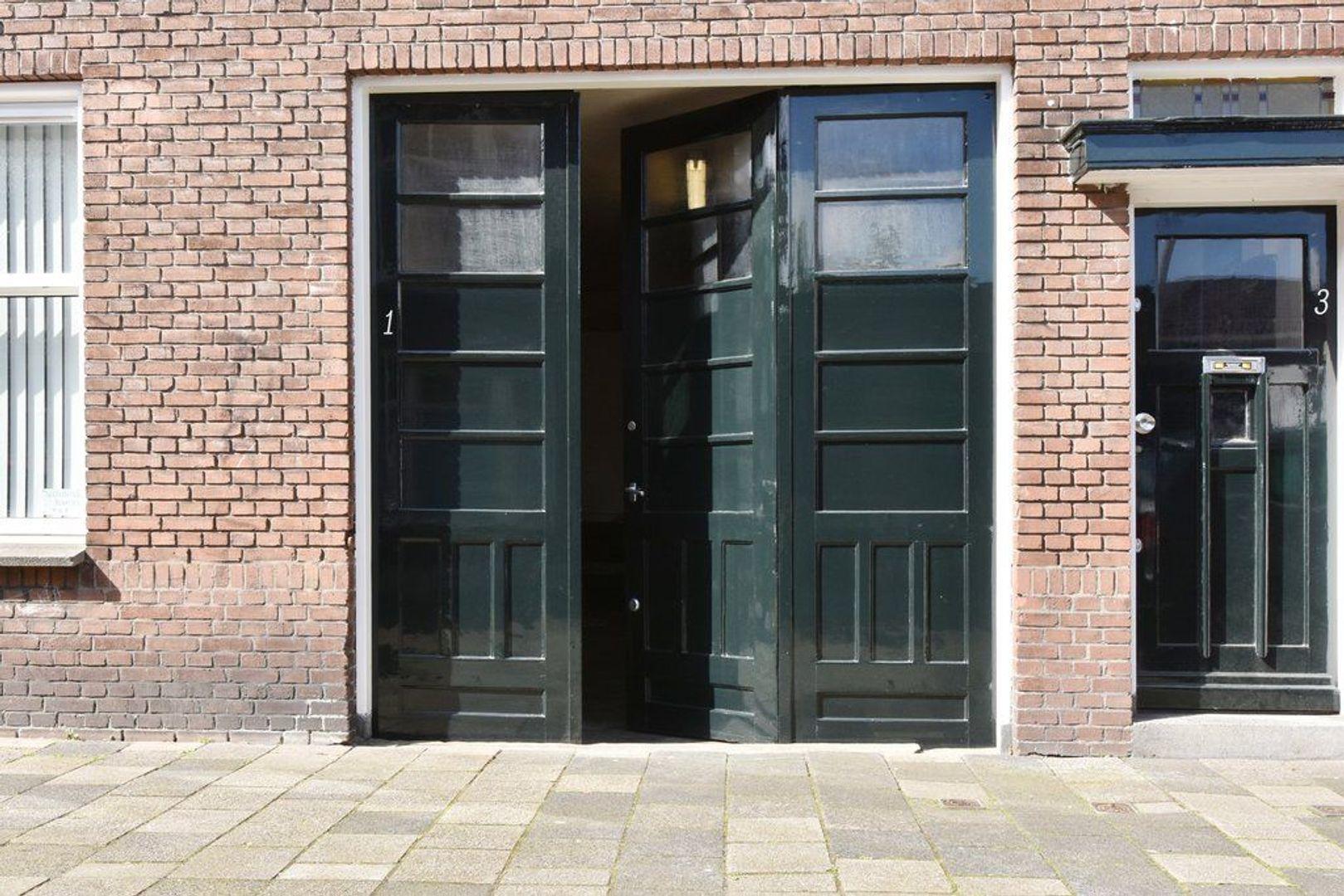 Van Hallstraat 1, Delft foto-0