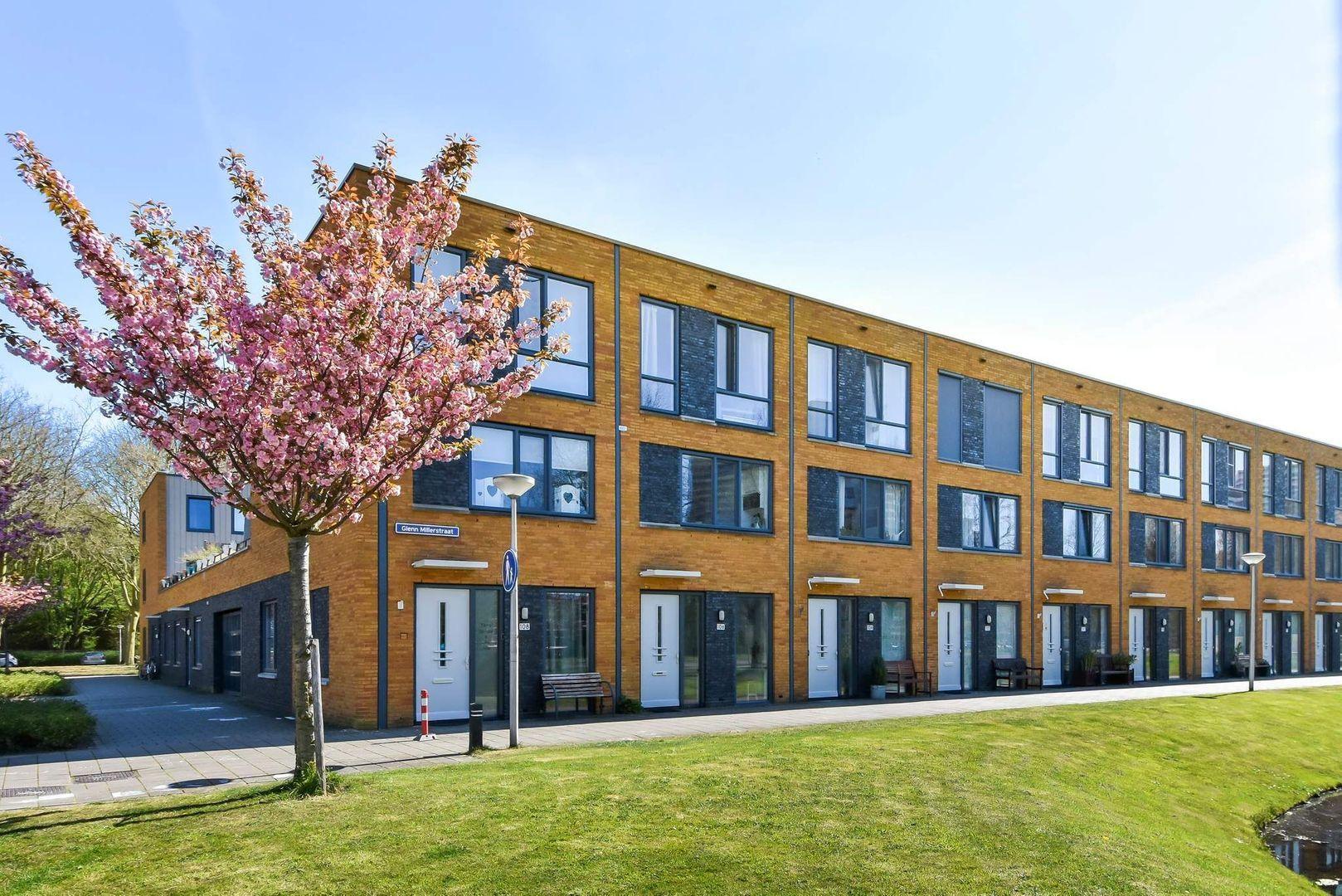 Glenn Millerstraat 106, Delft foto-1