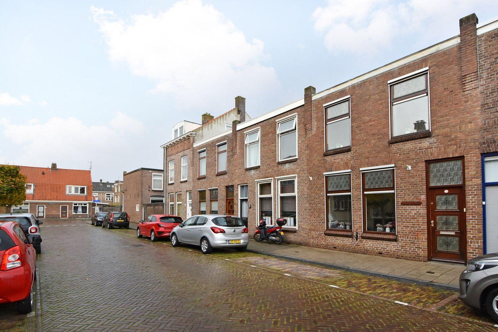 Van Oldenbarneveltstraat 36, Delft foto-0