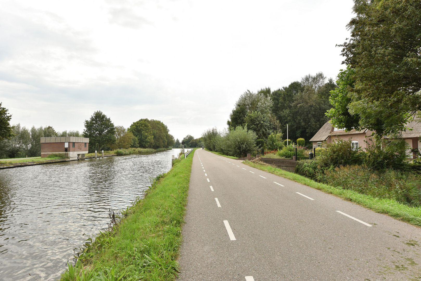 Westkanaalweg 18, Alphen Aan Den Rijn foto-27 blur