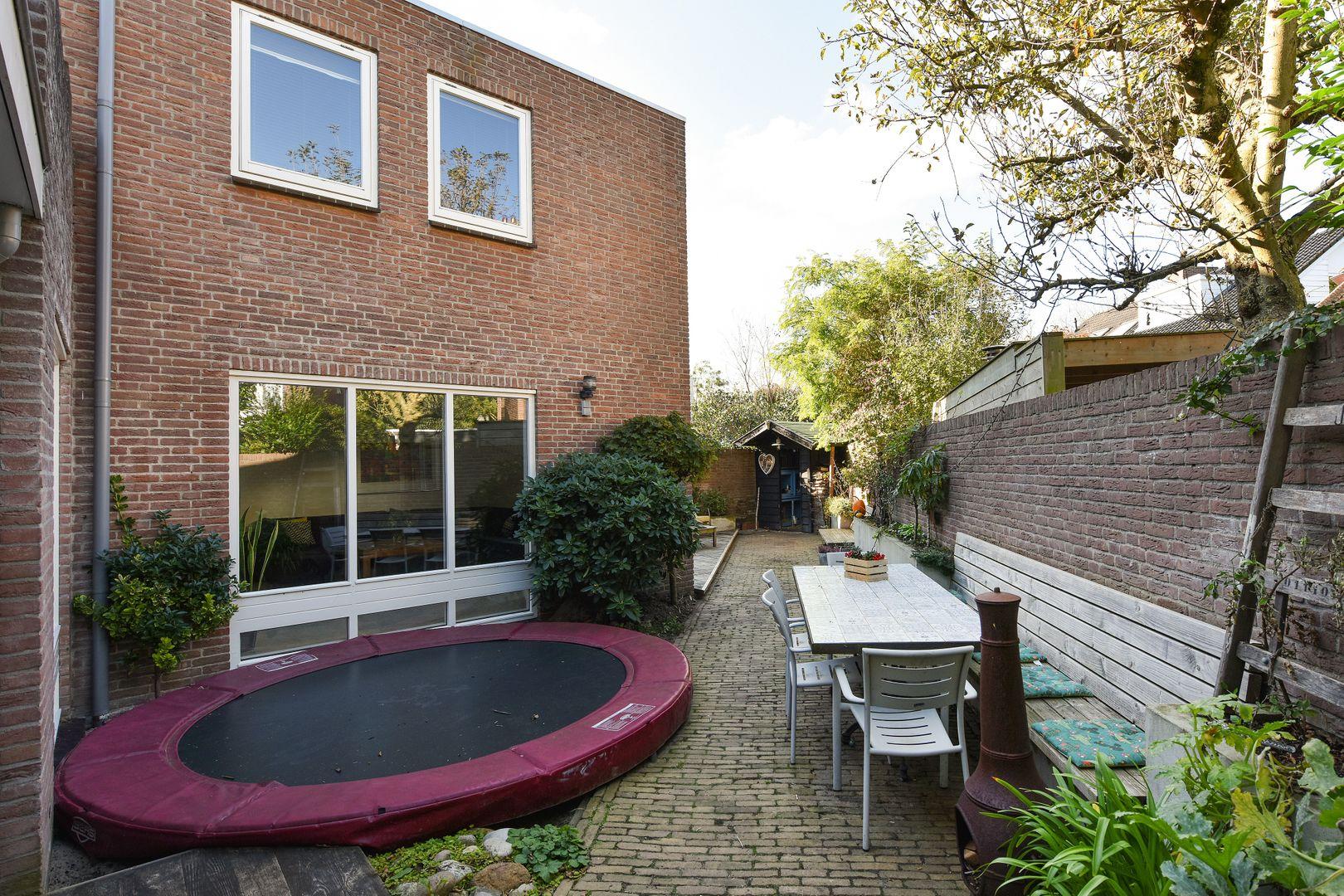Honingzwam 45, Alphen Aan Den Rijn foto-24 blur