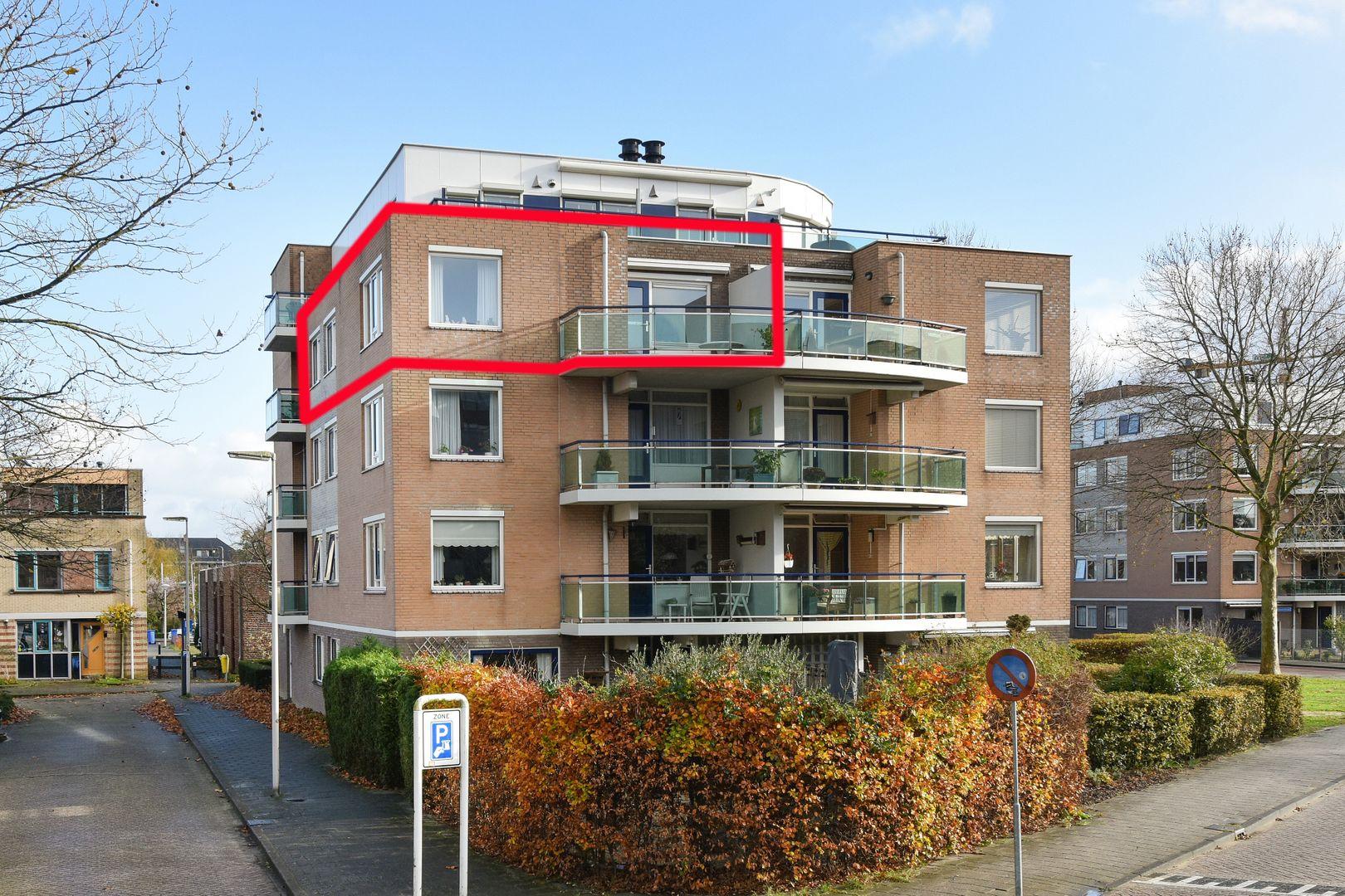 Dr. A.D. Sacharovlaan 51, Alphen Aan Den Rijn foto-0 blur