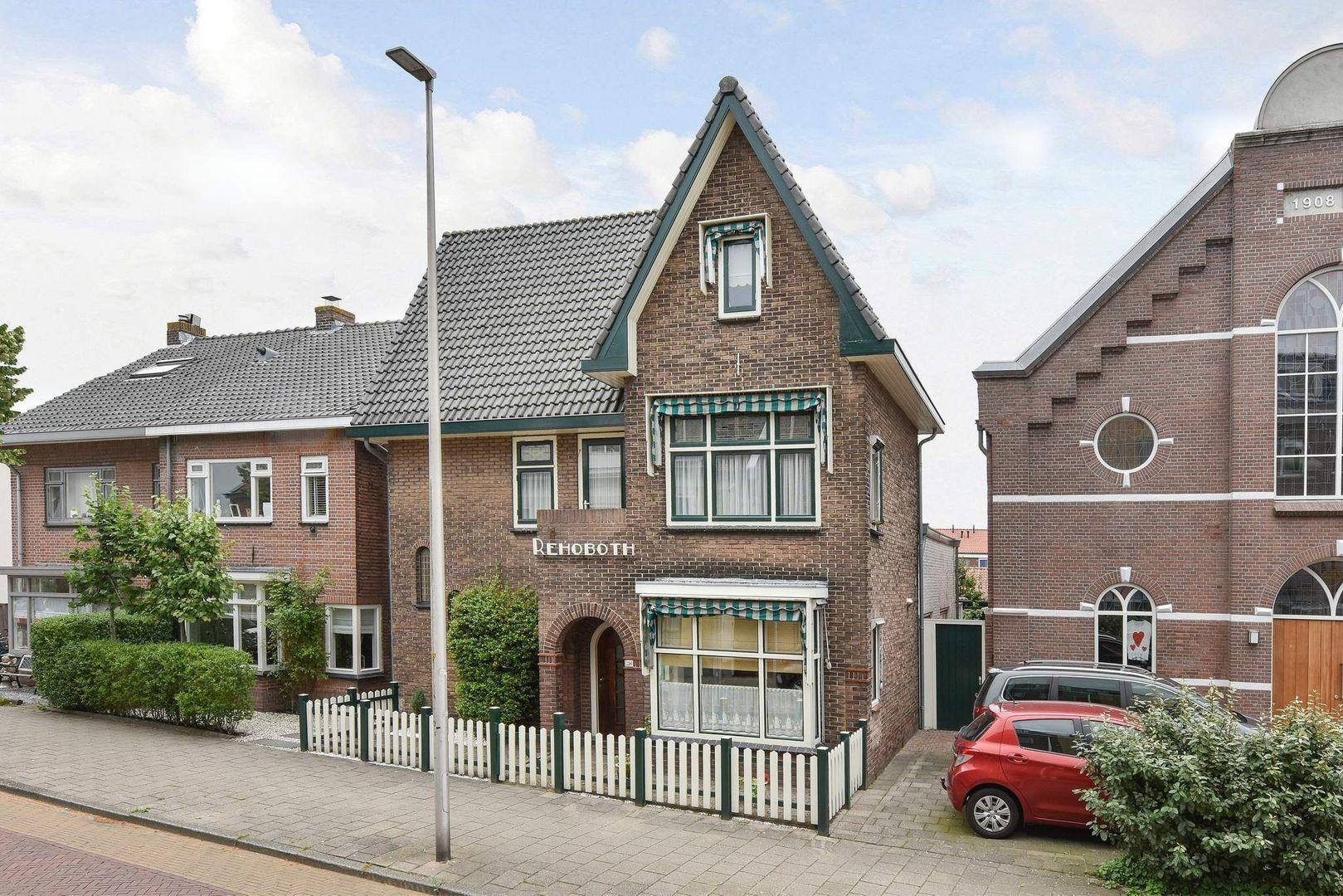 Hooftstraat 256, Alphen Aan Den Rijn foto-0 blur