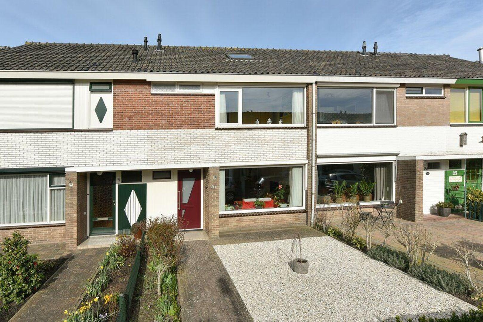 Anna van Saksenstraat 26, Alphen Aan Den Rijn foto-0 blur