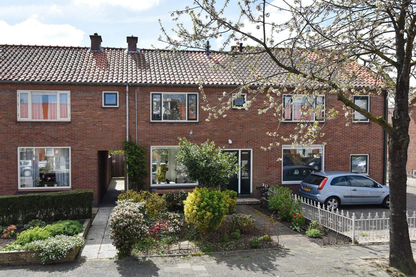 Van Lennepstraat 10, Alphen Aan Den Rijn foto-0 blur