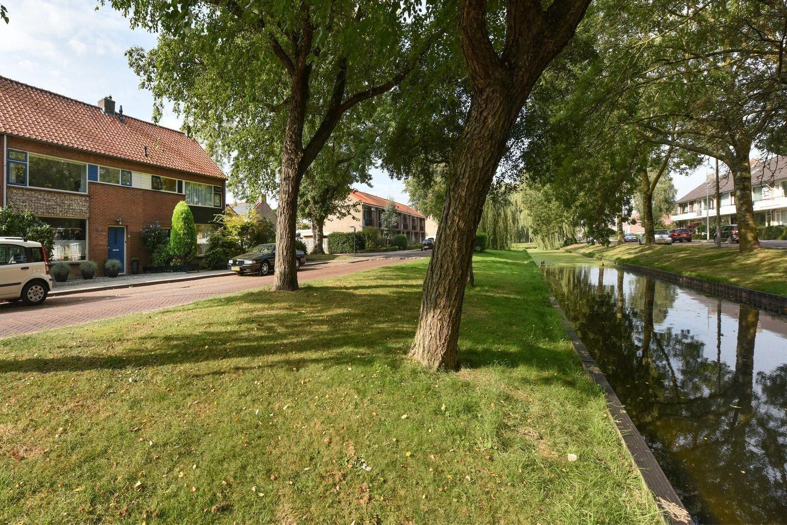 Goudenregenplantsoen 11, Alphen Aan Den Rijn foto-1 blur