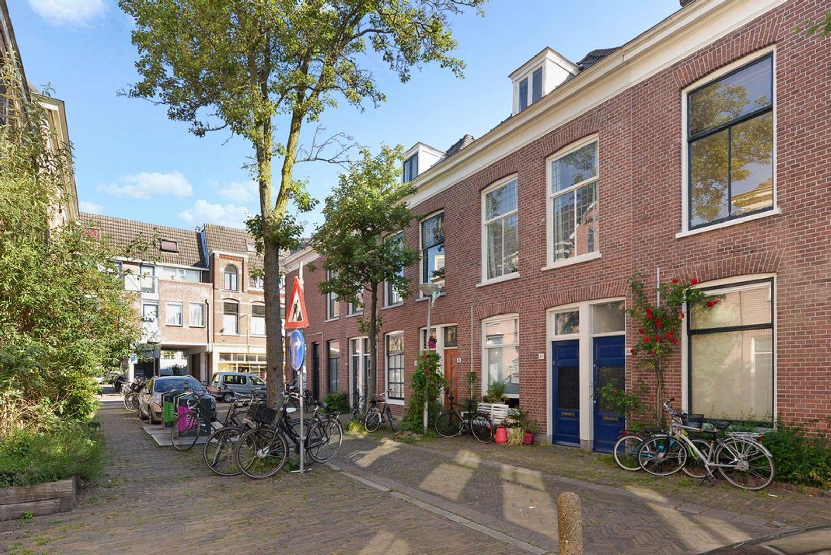 Warmoezierstraat 42, Delft foto-1