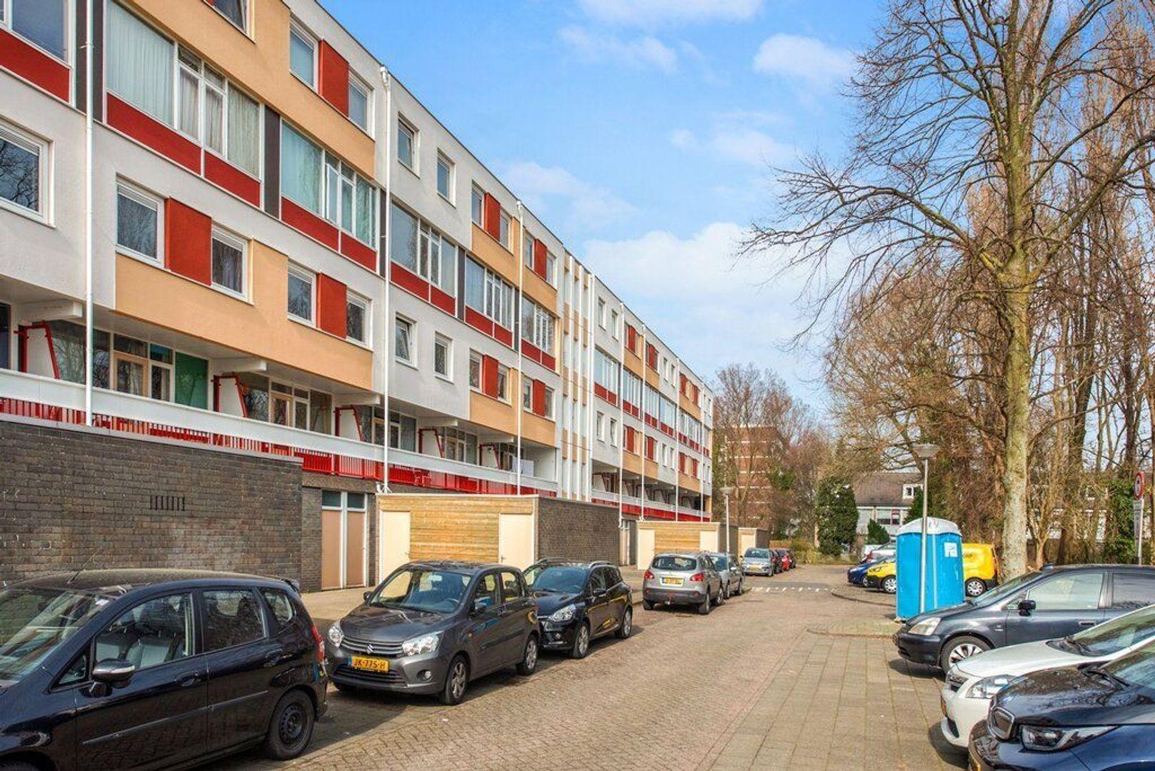 Zjoekowlaan 27, Delft foto-6