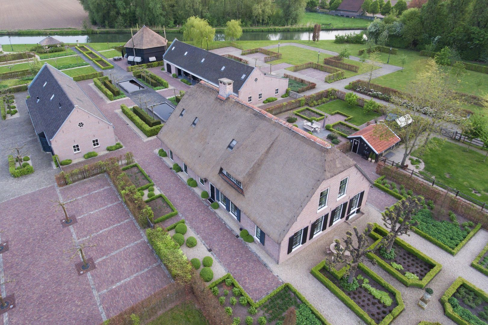 Achthoven-West 12, Montfoort foto-