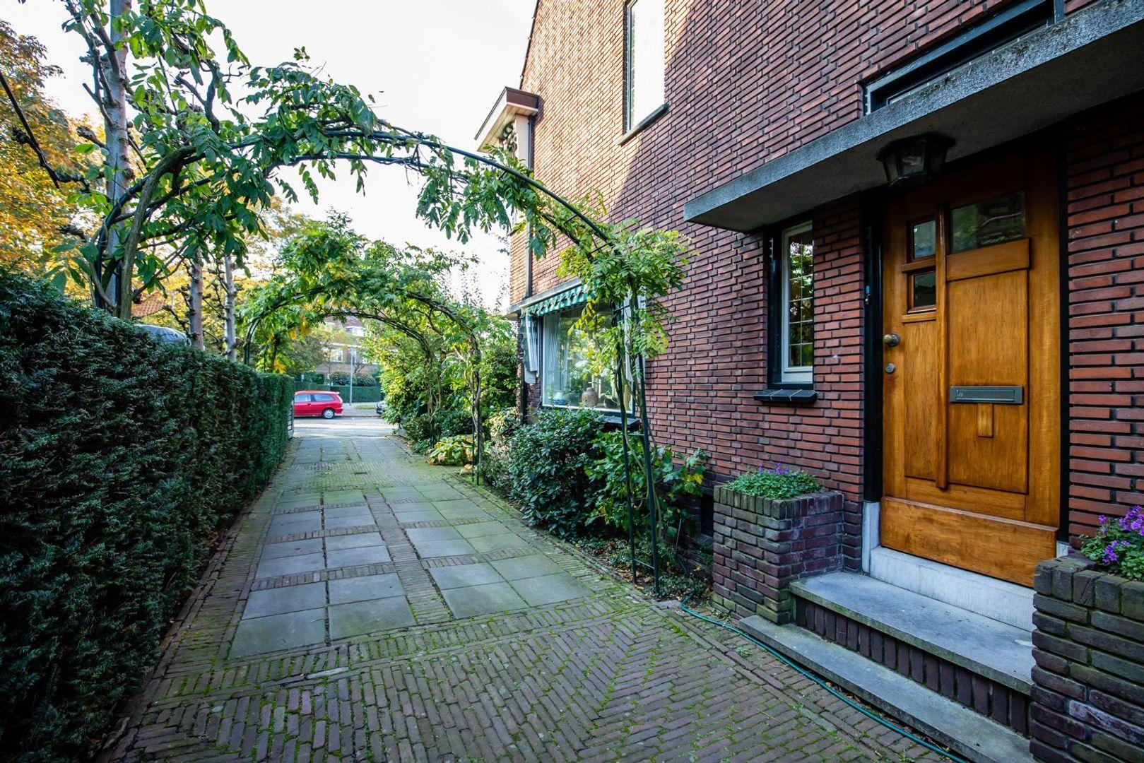 Burgemeester Le Fevre de Montignylaan 75, Rotterdam foto-