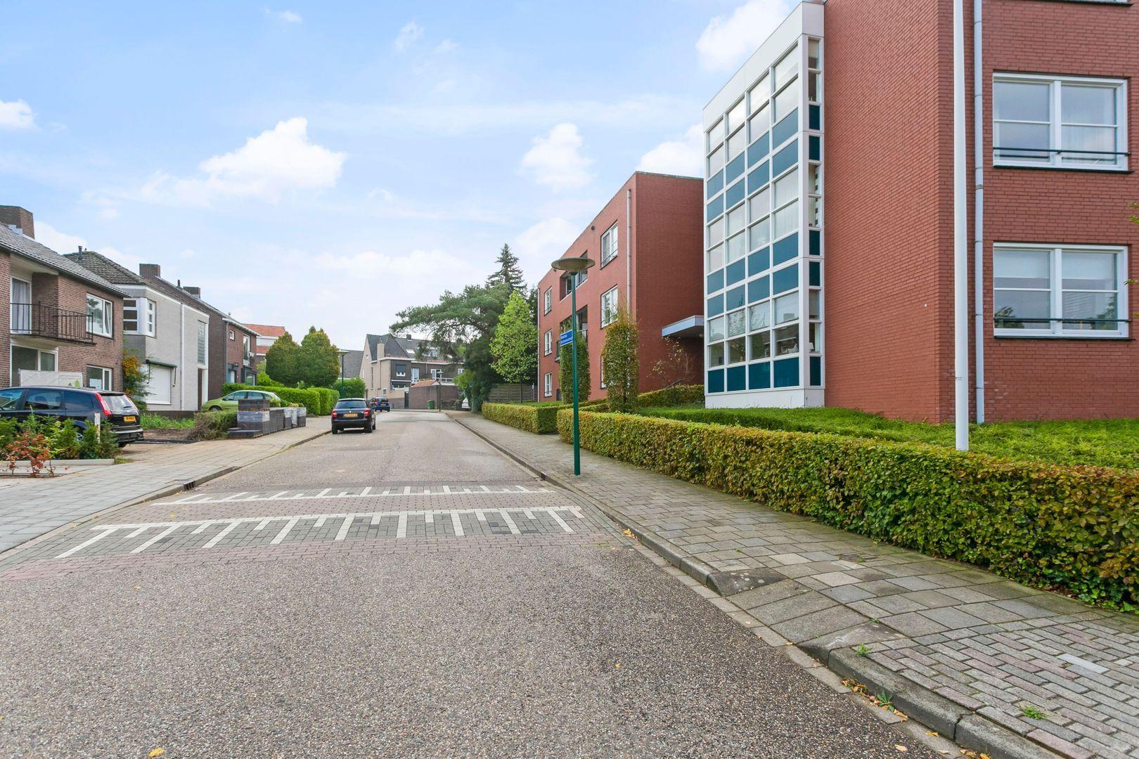 Bisschop Drehmansstraat 37, Roermond foto-