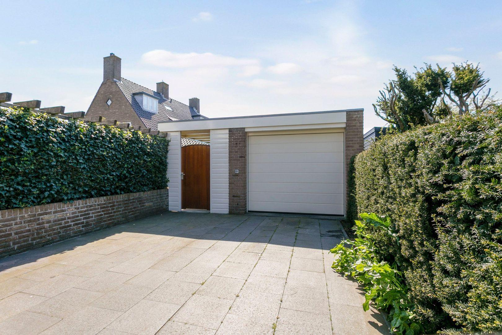Ruys de Beerenbroucklaan 1, Noordwijkerhout foto-