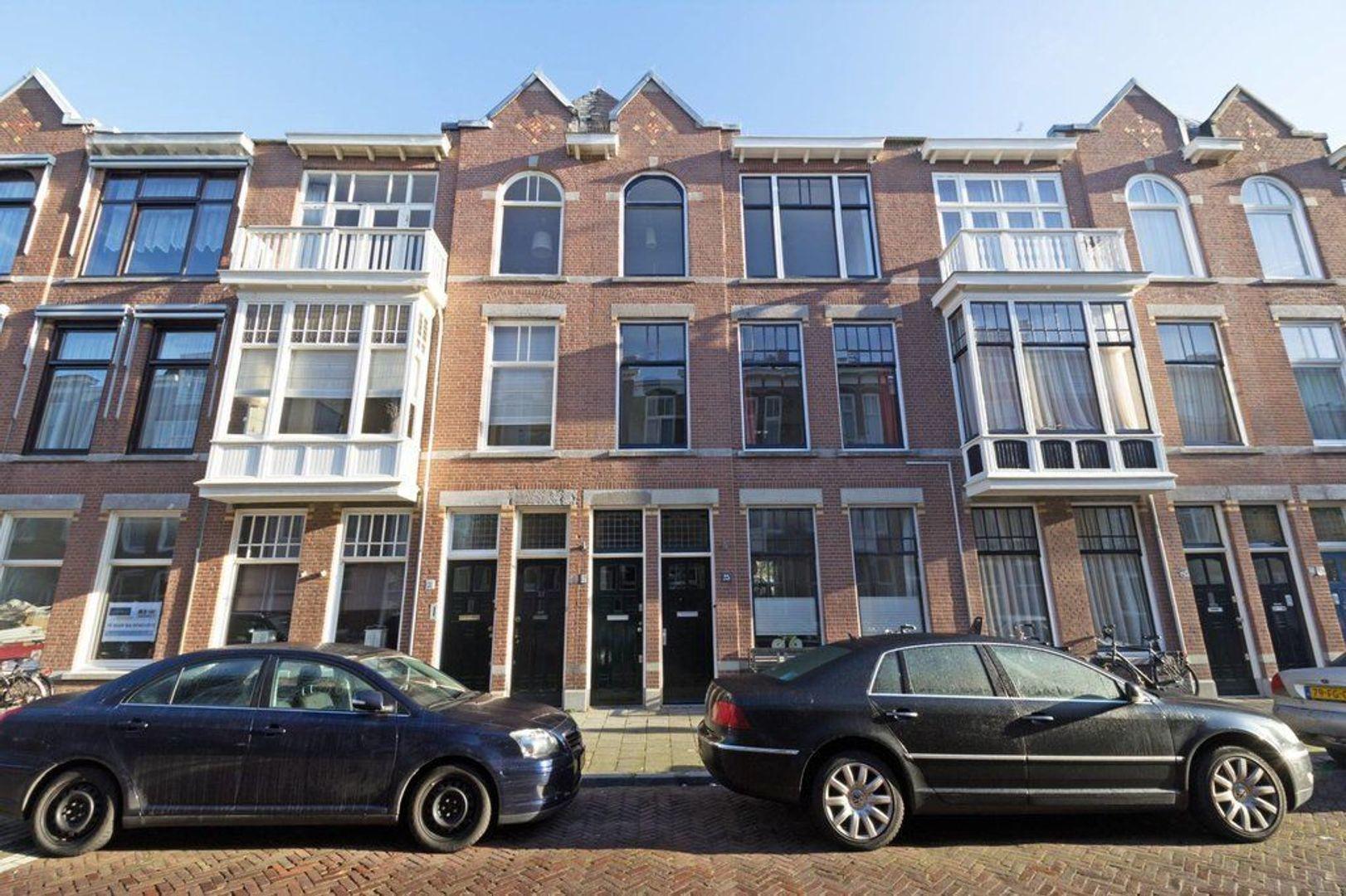 Van Weede van Dijkveldstraat 27, Den Haag foto-0