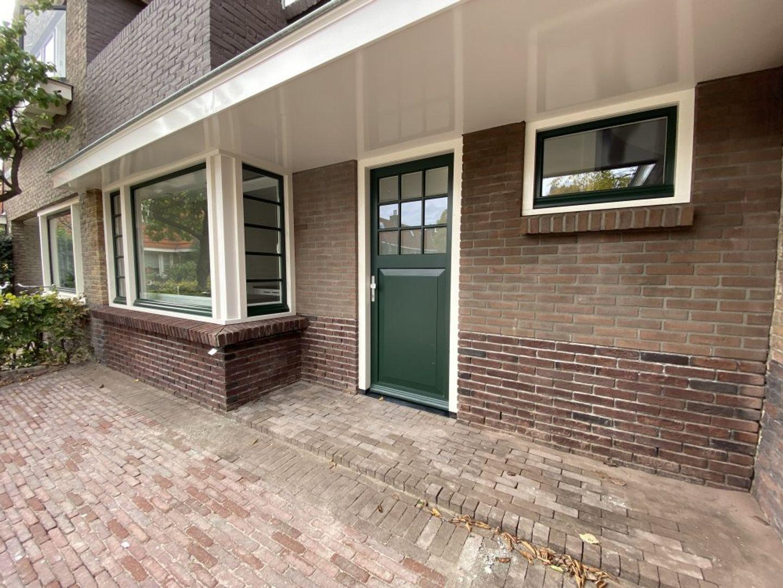 Pastoor van Arsplein, Eindhoven foto-1 blur