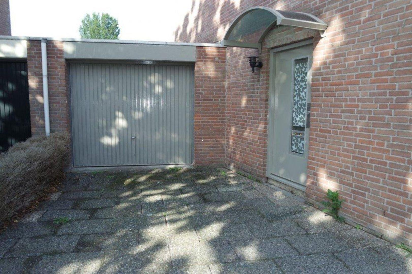 Lijmbeekstraat, Eindhoven foto-1 blur