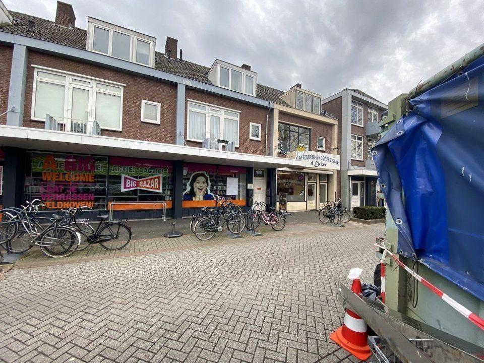 Burgemeester van Hooffln, Veldhoven blur