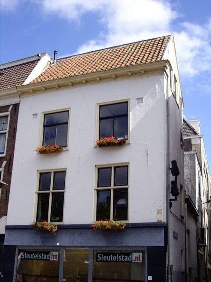Koornbrugsteeg, Leiden foto-1