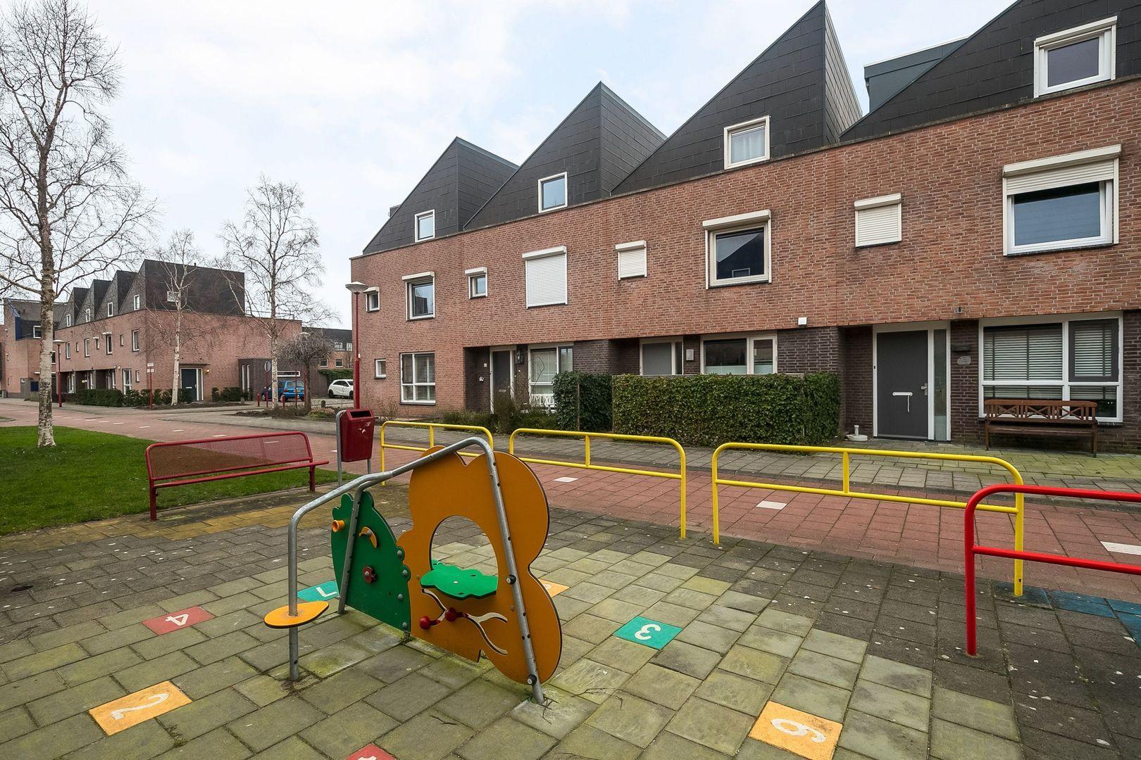Bartokstraat 30, Oud-Beijerland foto-29 blur
