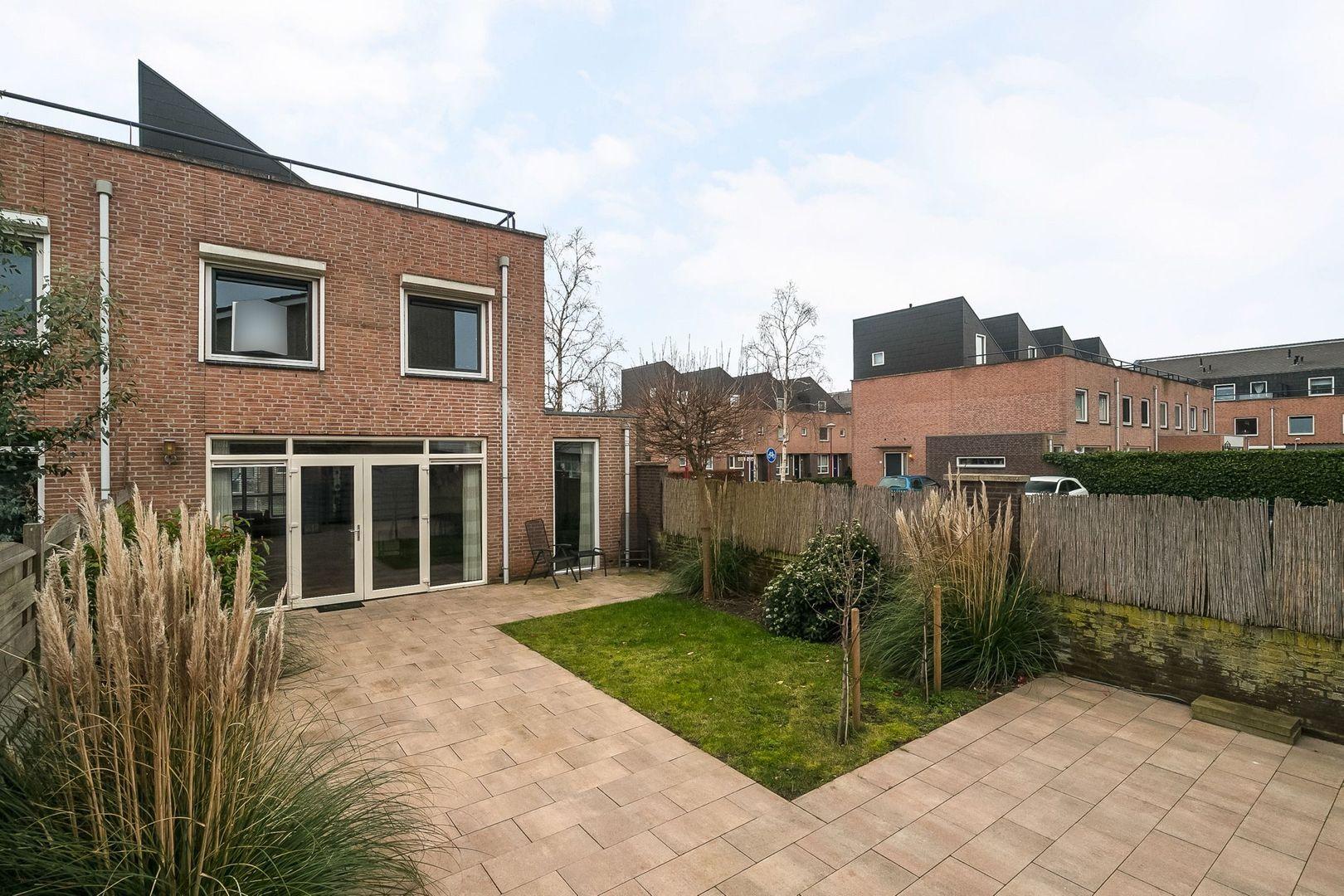 Bartokstraat 30, Oud-Beijerland foto-1 blur