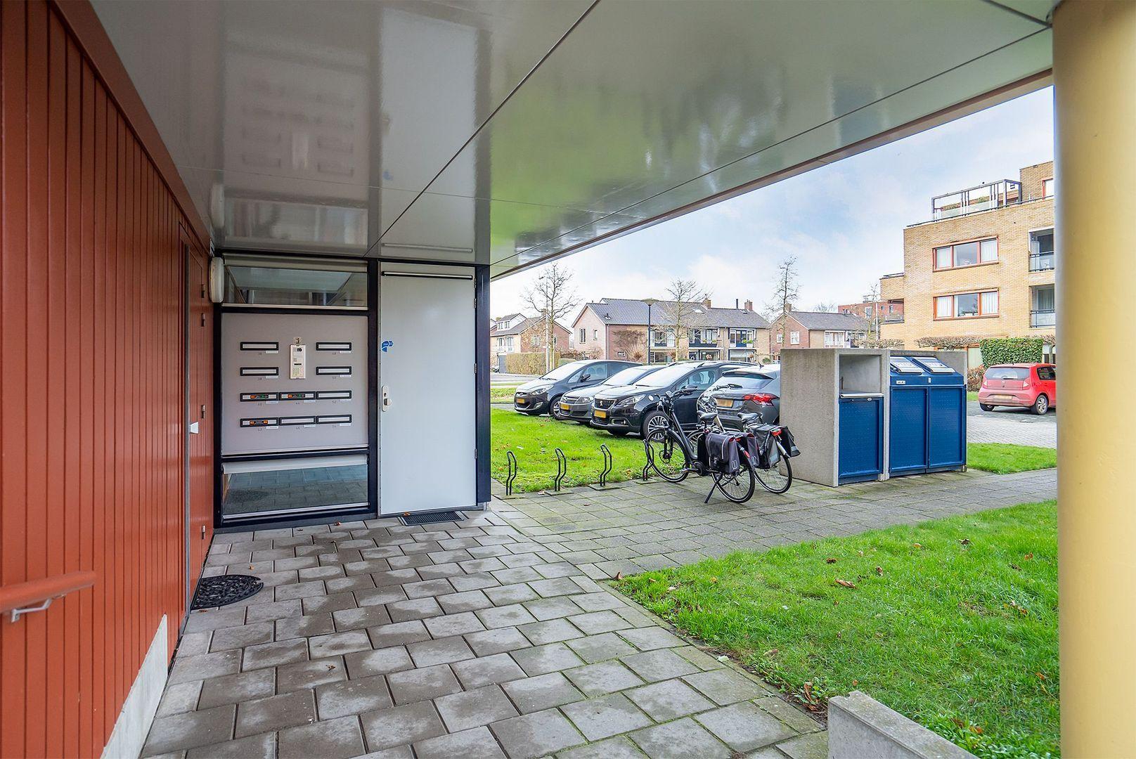 Dokter Herskade 36, Oud-Beijerland foto-2 blur