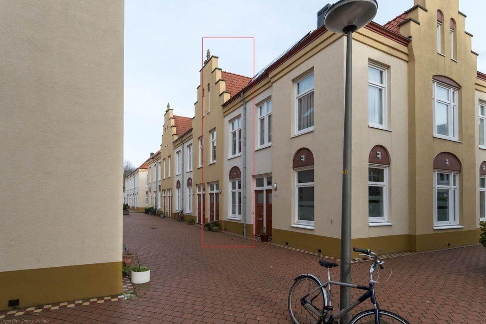 Wijnand Nuyenstraat 18, Den Haag foto-0 blur