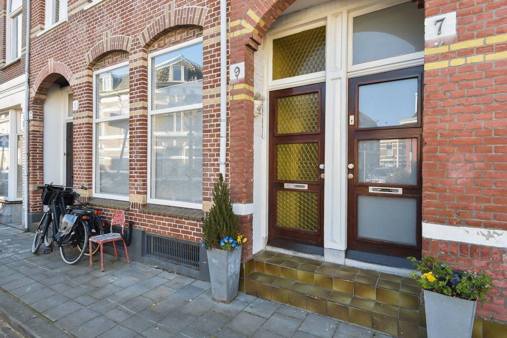 Willem Beukelszoonstraat 9, Den Haag foto-1 blur