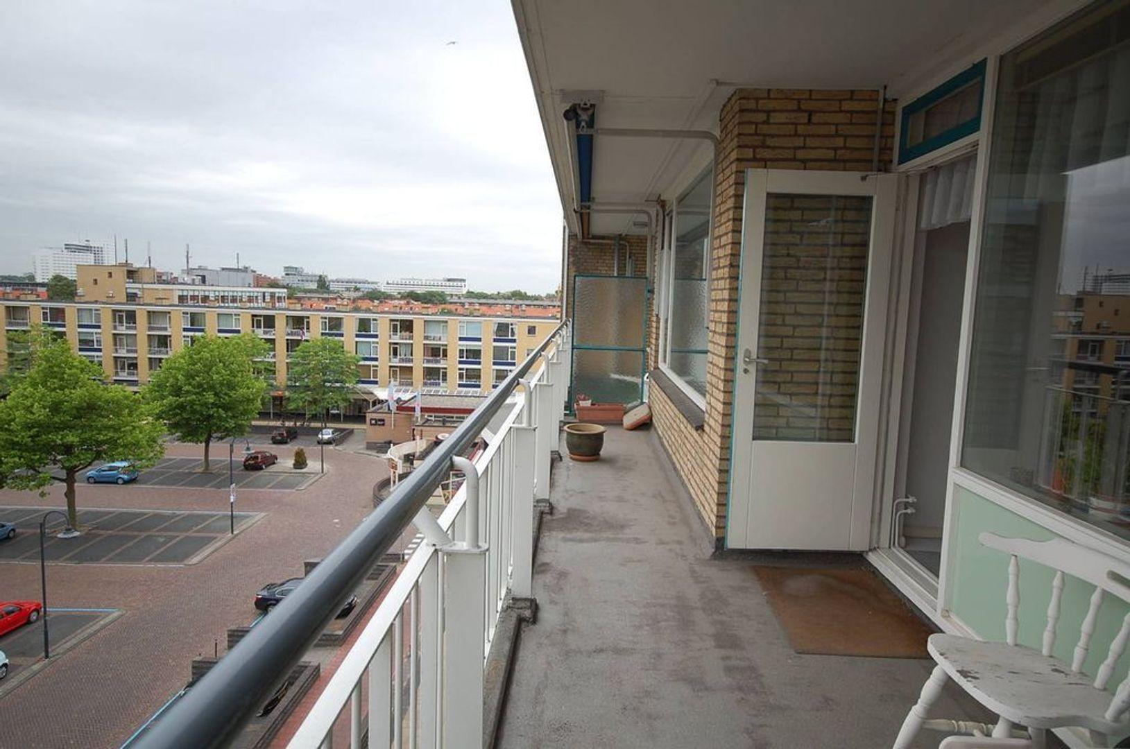 van Tuyll van Serooskerkenstraat 113, Voorburg foto-1 blur