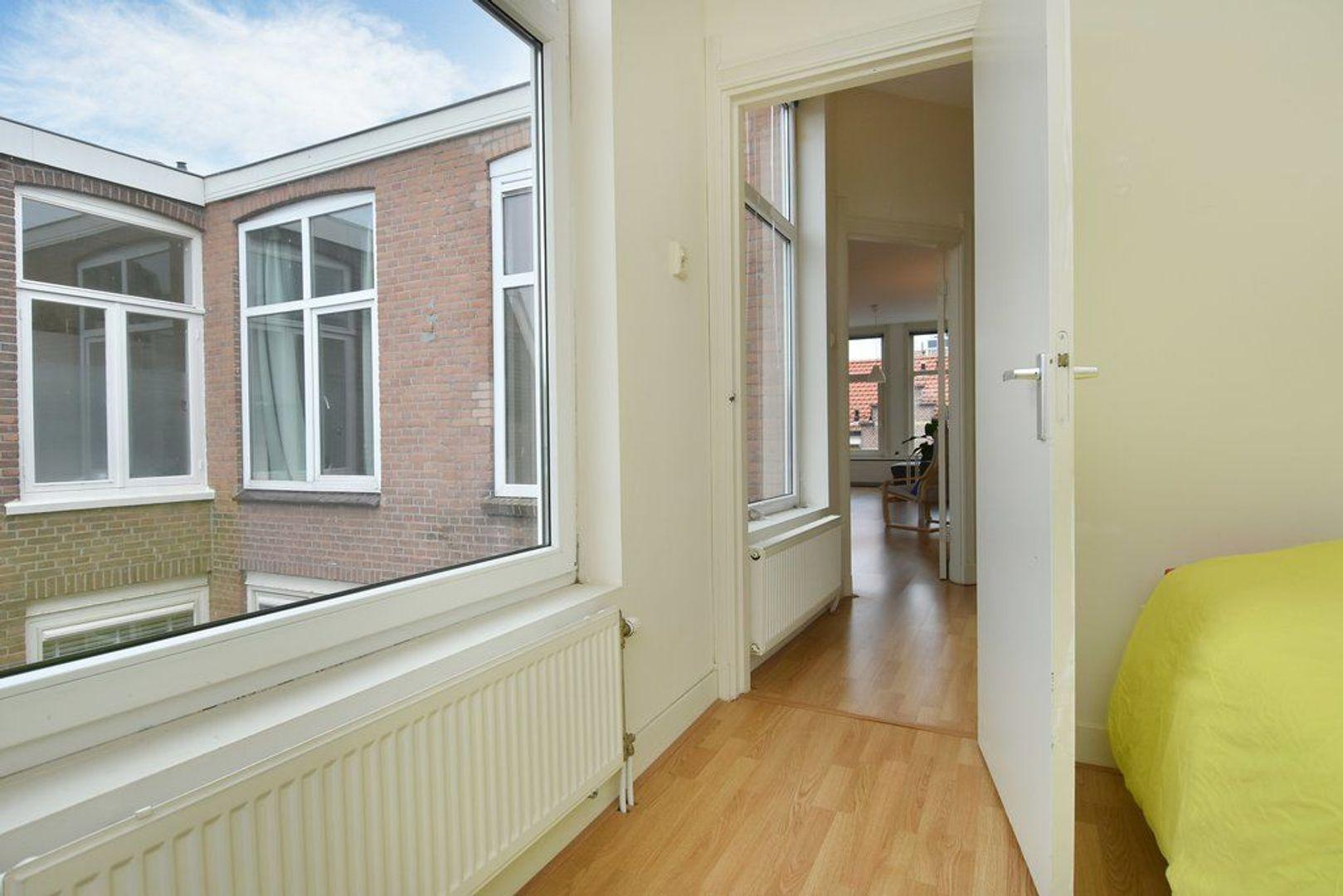 Johannes Camphuijsstraat 68, Den Haag foto-14 blur