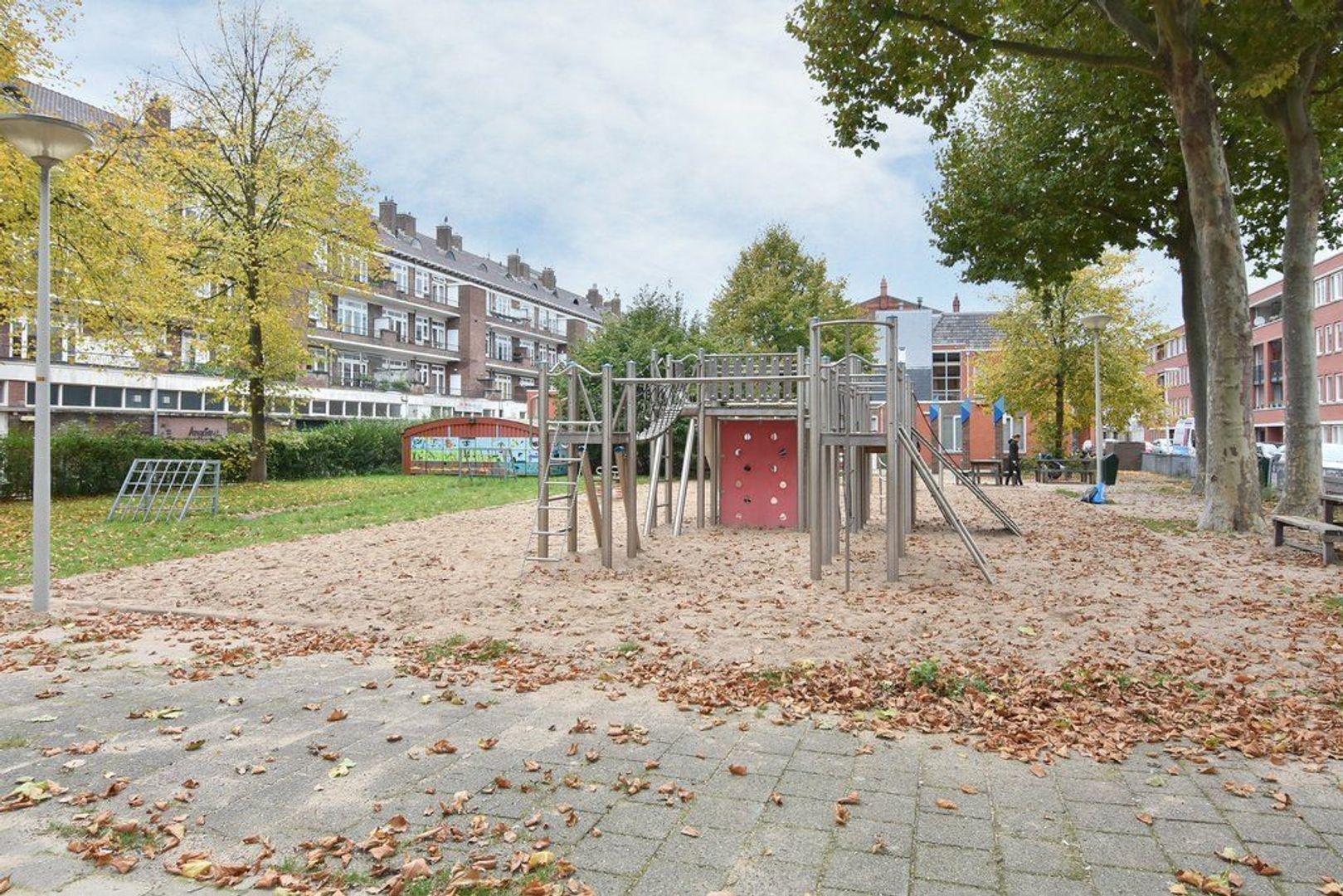 Johannes Camphuijsstraat 68, Den Haag foto-36 blur
