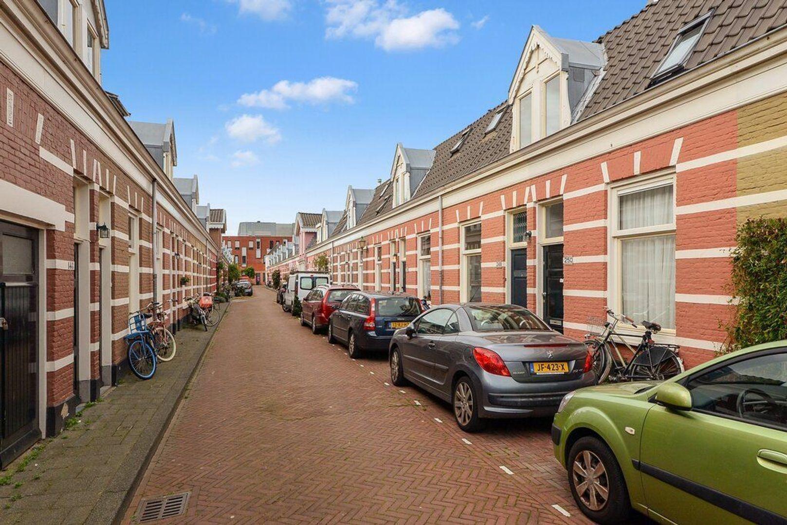 Jacobastraat 248, Den Haag foto-1 blur