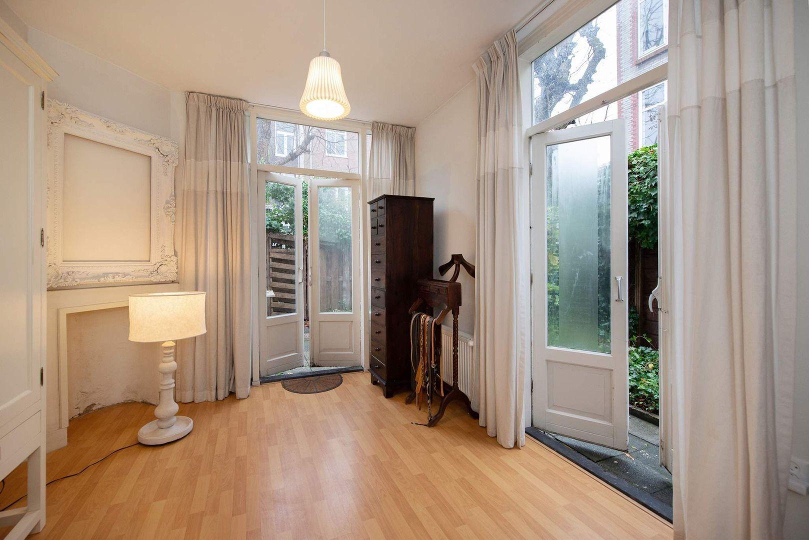 Van Loostraat 144, Den Haag foto-19 blur