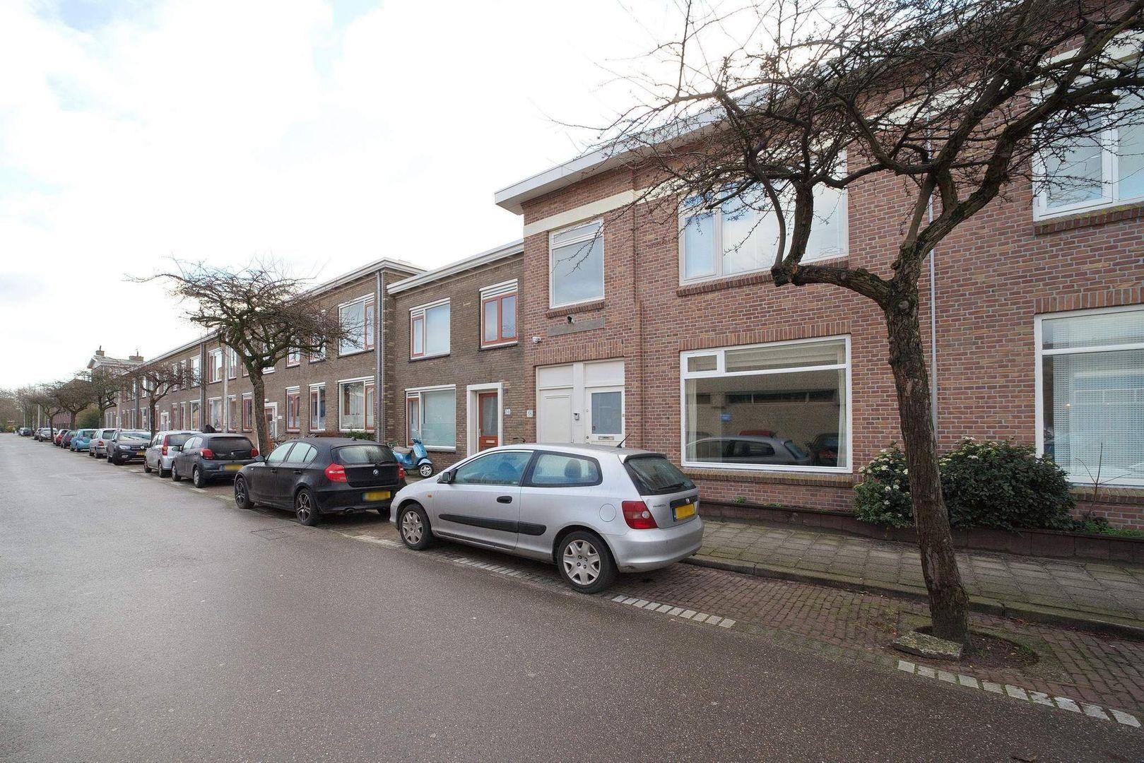 Burgemeester van der Veldestraat 34, Den Haag foto-0 blur