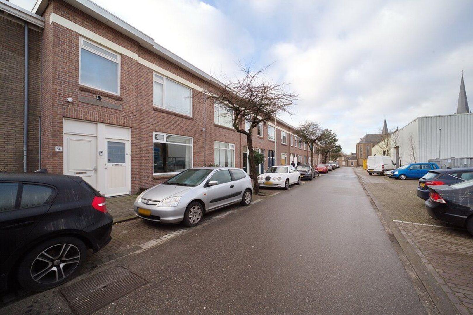 Burgemeester van der Veldestraat 34, Den Haag foto-26 blur
