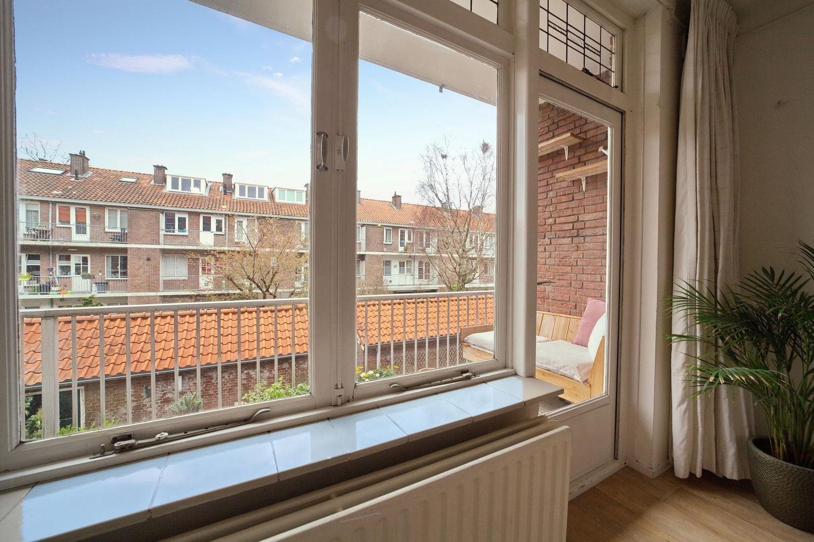 Prins Bernhardlaan 25, Voorburg foto-18 blur
