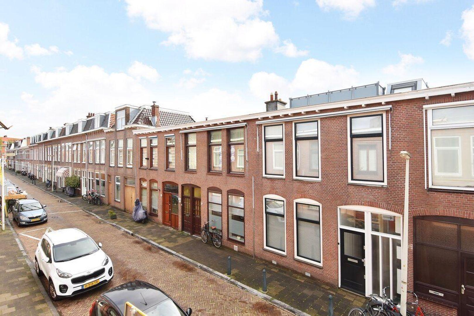 Kenaustraat 12, Den Haag foto-1 blur