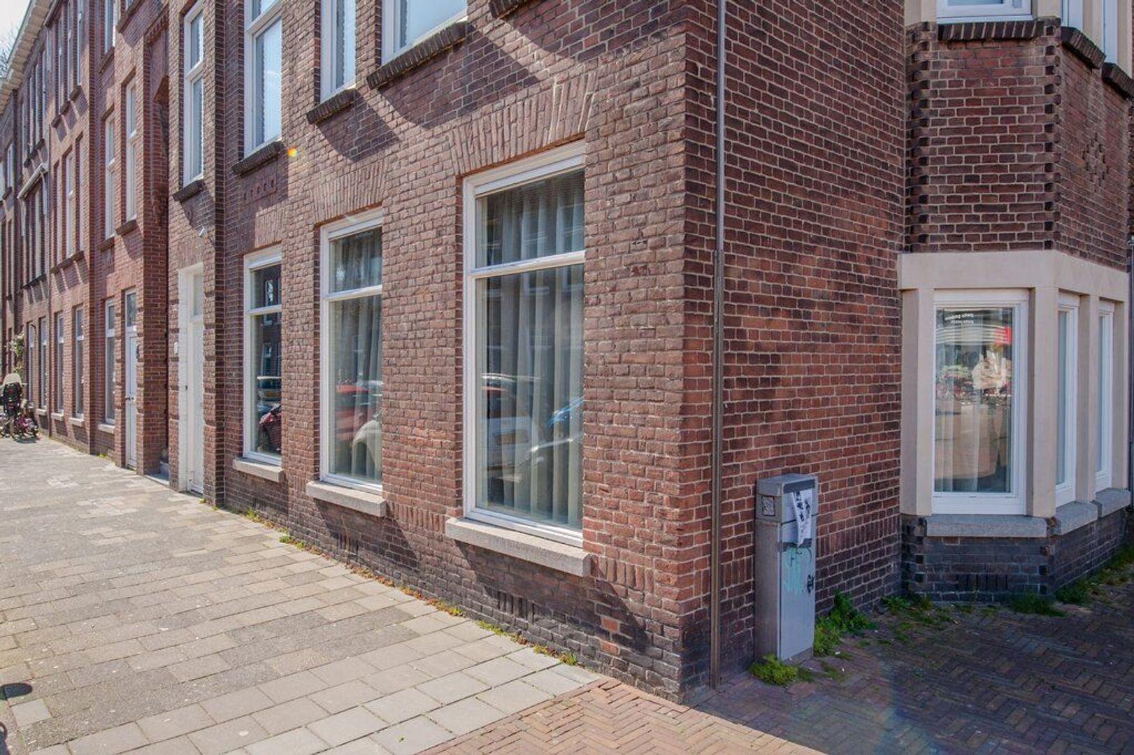 Cederstraat 1, Den Haag foto-1 blur