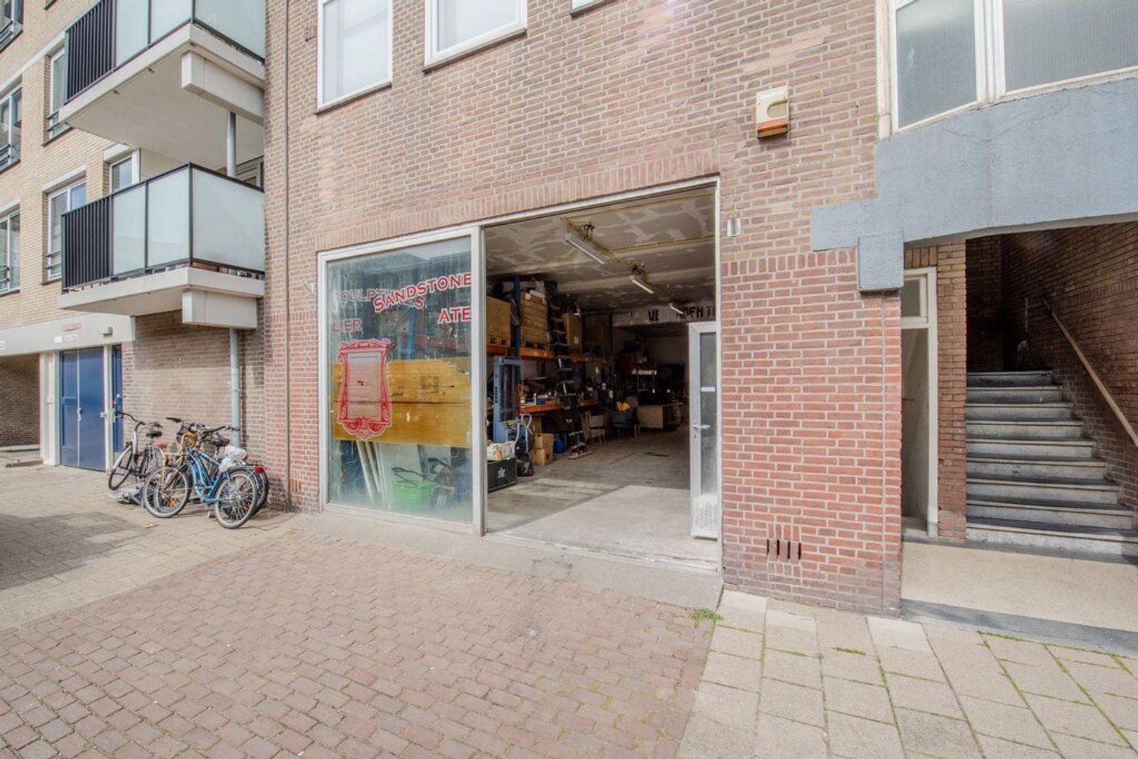 Gevers Deynootstraat 72, Den Haag foto-1 blur