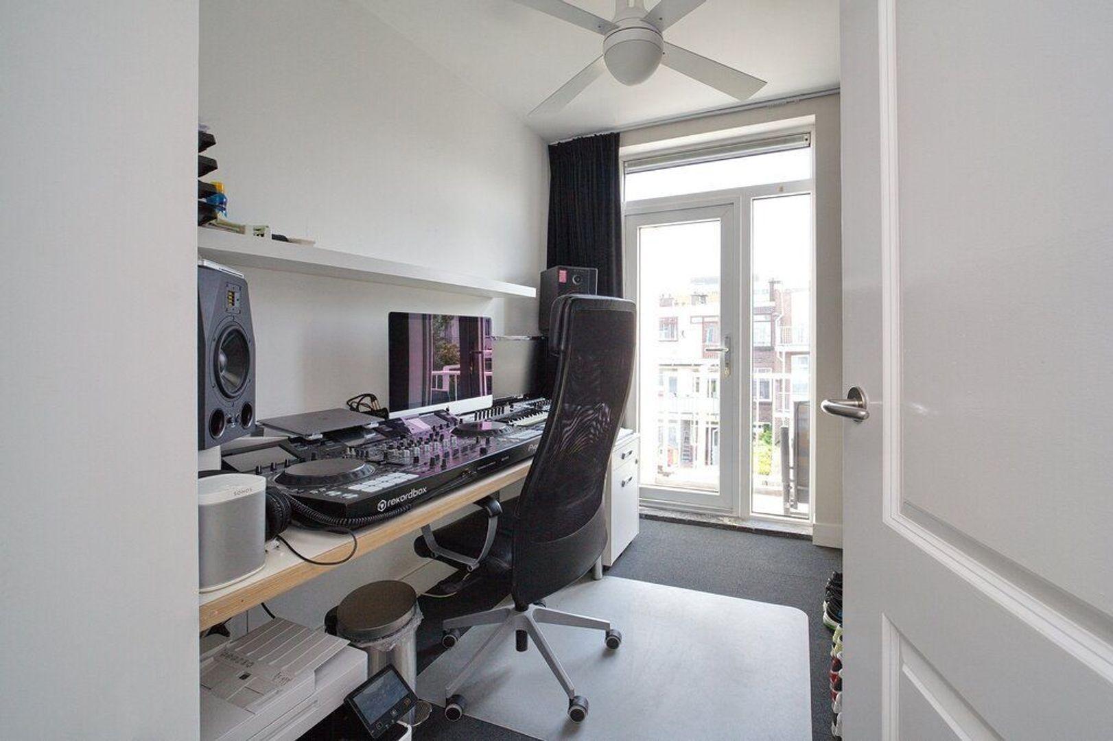 Usselincxstraat 83, Den Haag foto-12 blur