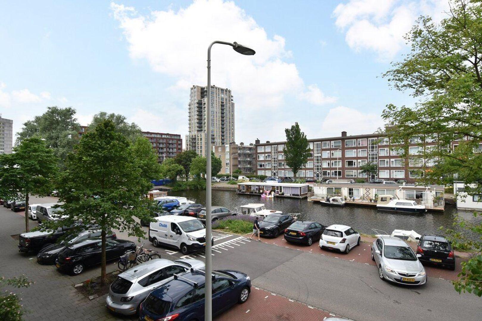 Veenendaalkade 592, Den Haag foto-10 blur