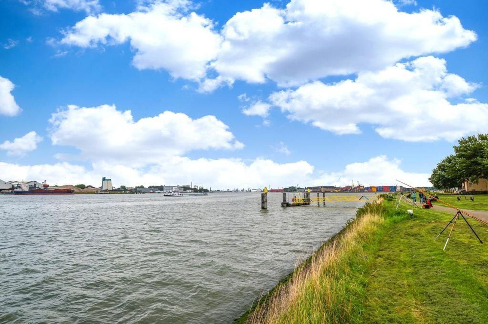 Pastoriedijk 345, Pernis Rotterdam foto-42 blur
