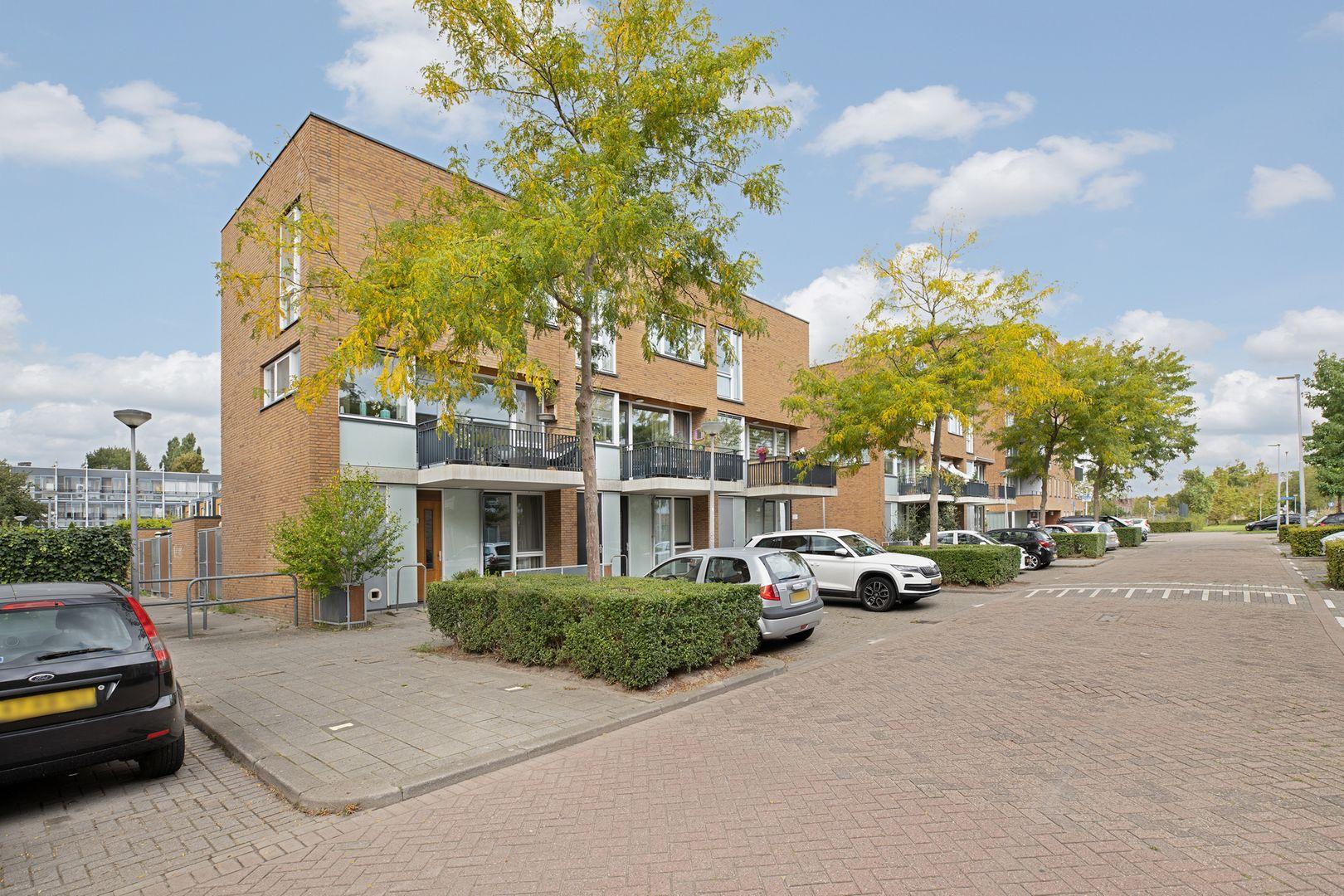 Ajaxstraat 112, Rotterdam foto-0 blur