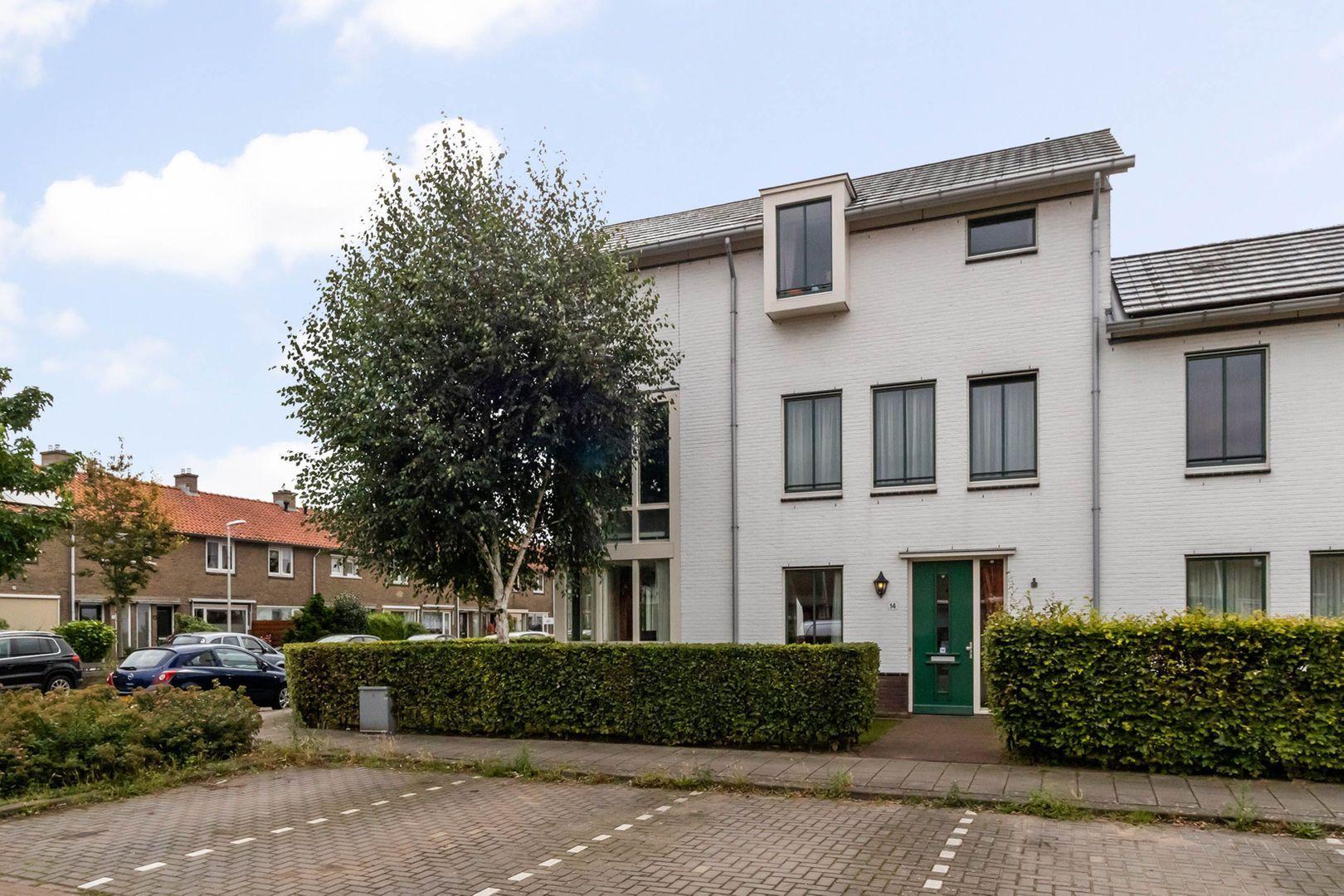 Cornelis van den Bergstraat 14, Bussum foto-0 blur