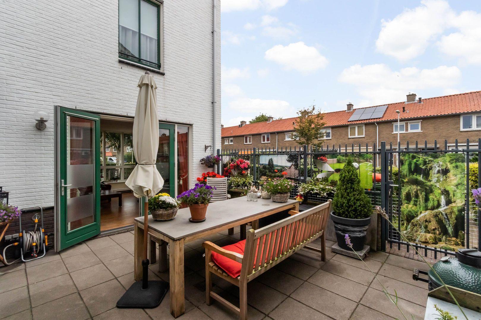 Cornelis van den Bergstraat 14, Bussum foto-17 blur