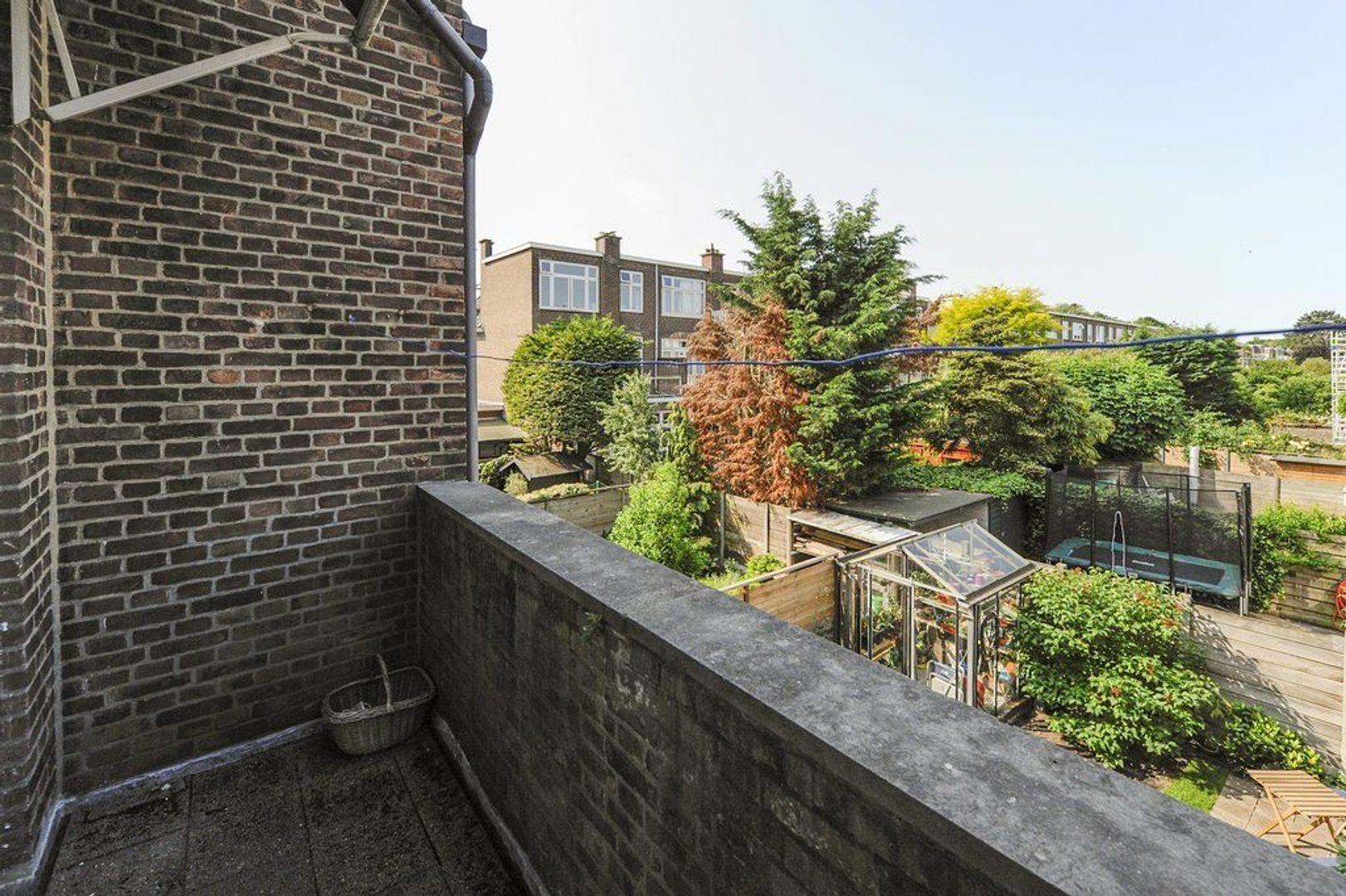 Van Hogenhoucklaan 78, Den Haag foto-18 blur