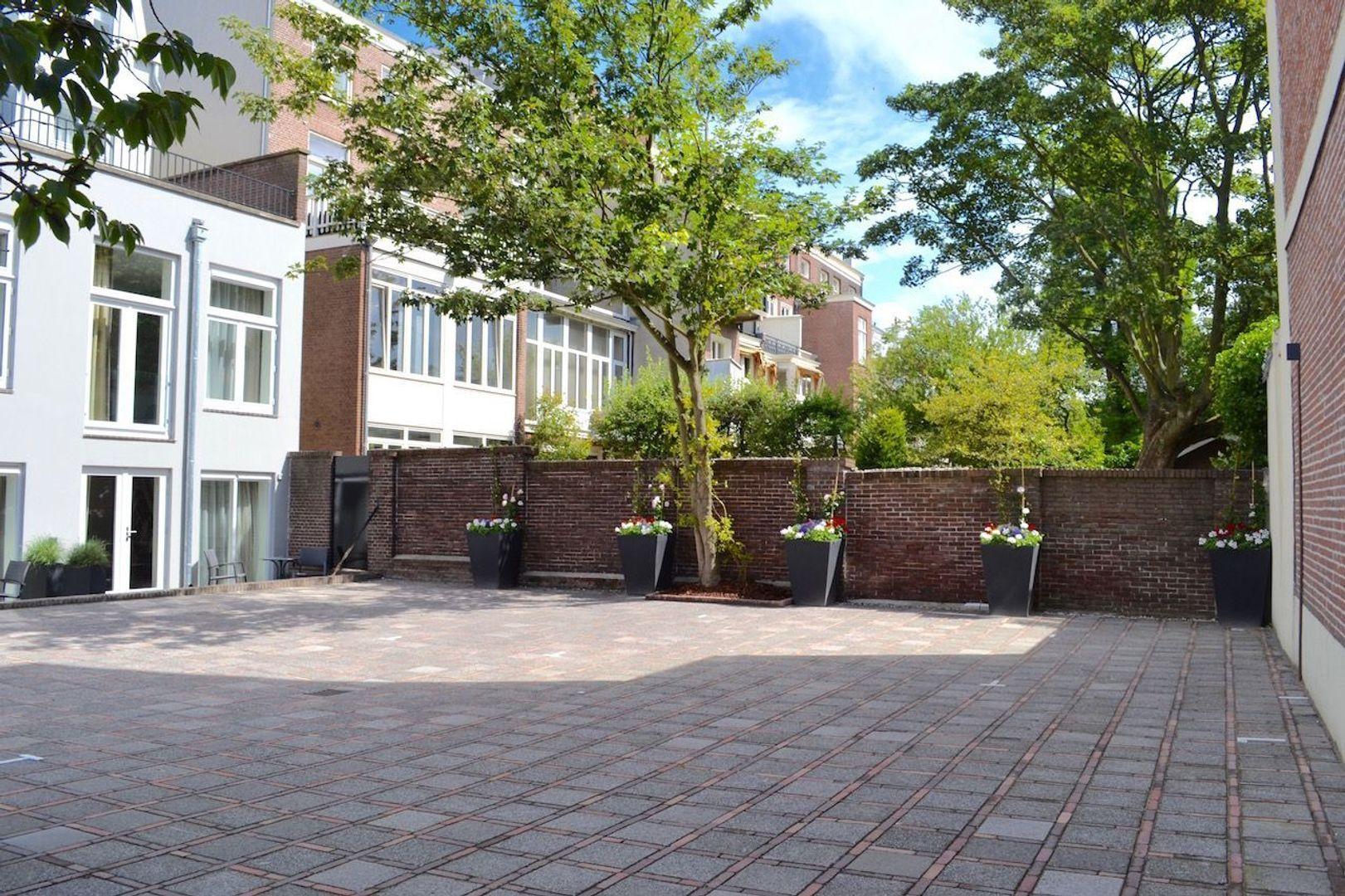 Laan Copes van Cattenburch 69, Den Haag foto-1 blur