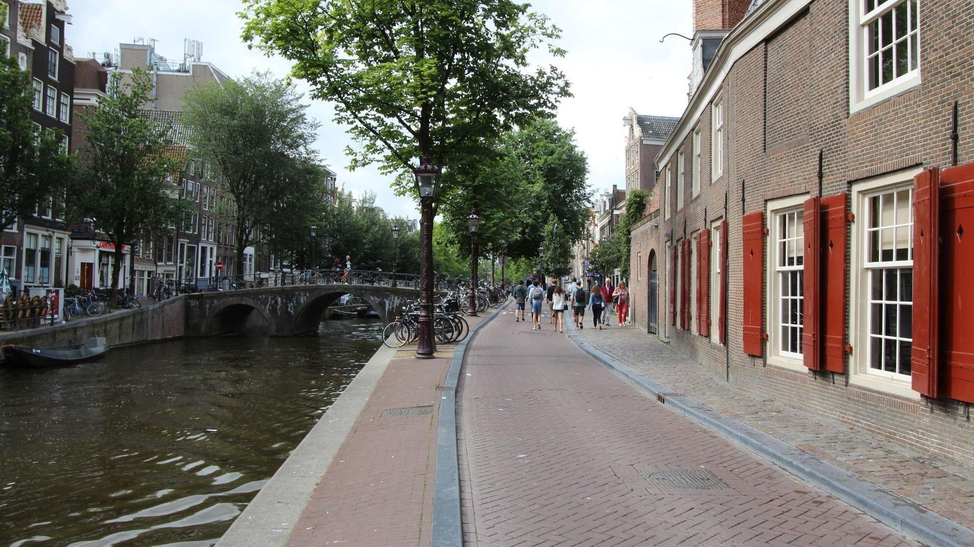Oudezijds Voorburgwal 74, Amsterdam foto-9 blur