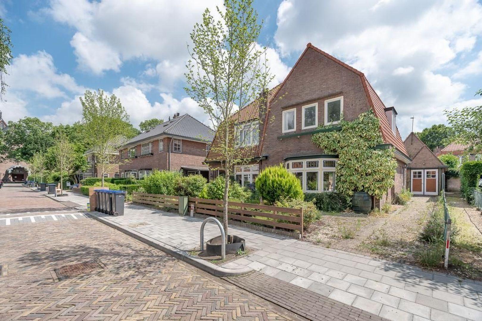 Hugo de Grootstraat 11, Hilversum foto-31 blur