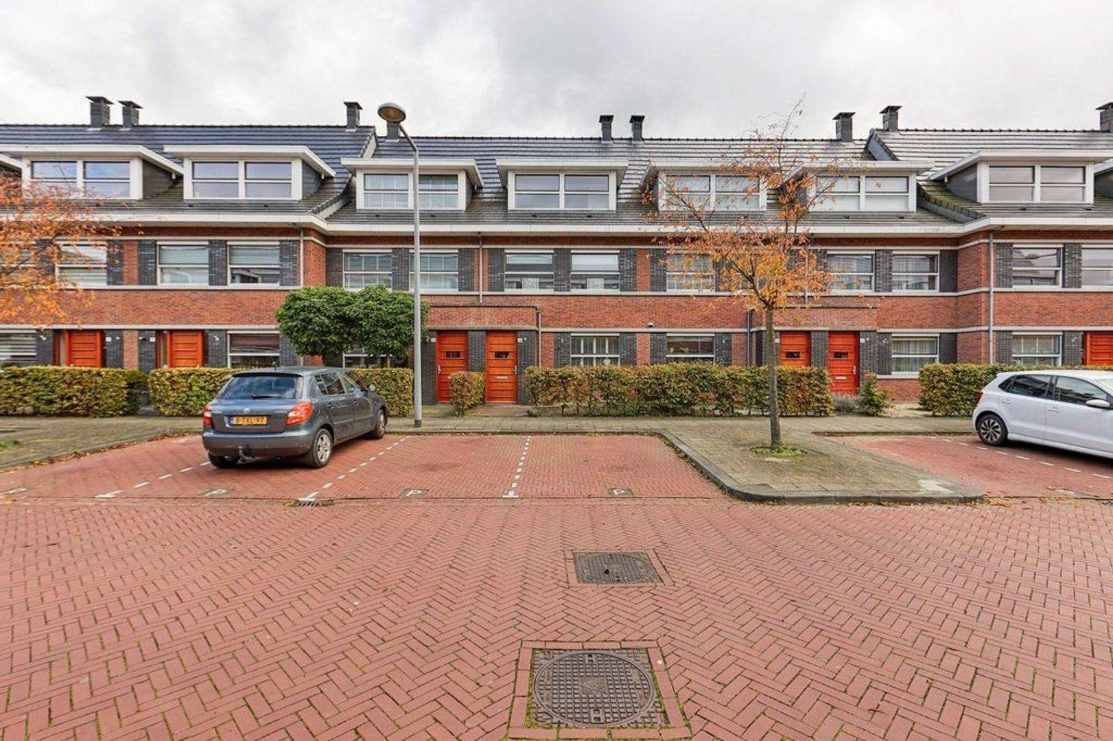 Meijepolderstraat, Den Haag foto-1 blur
