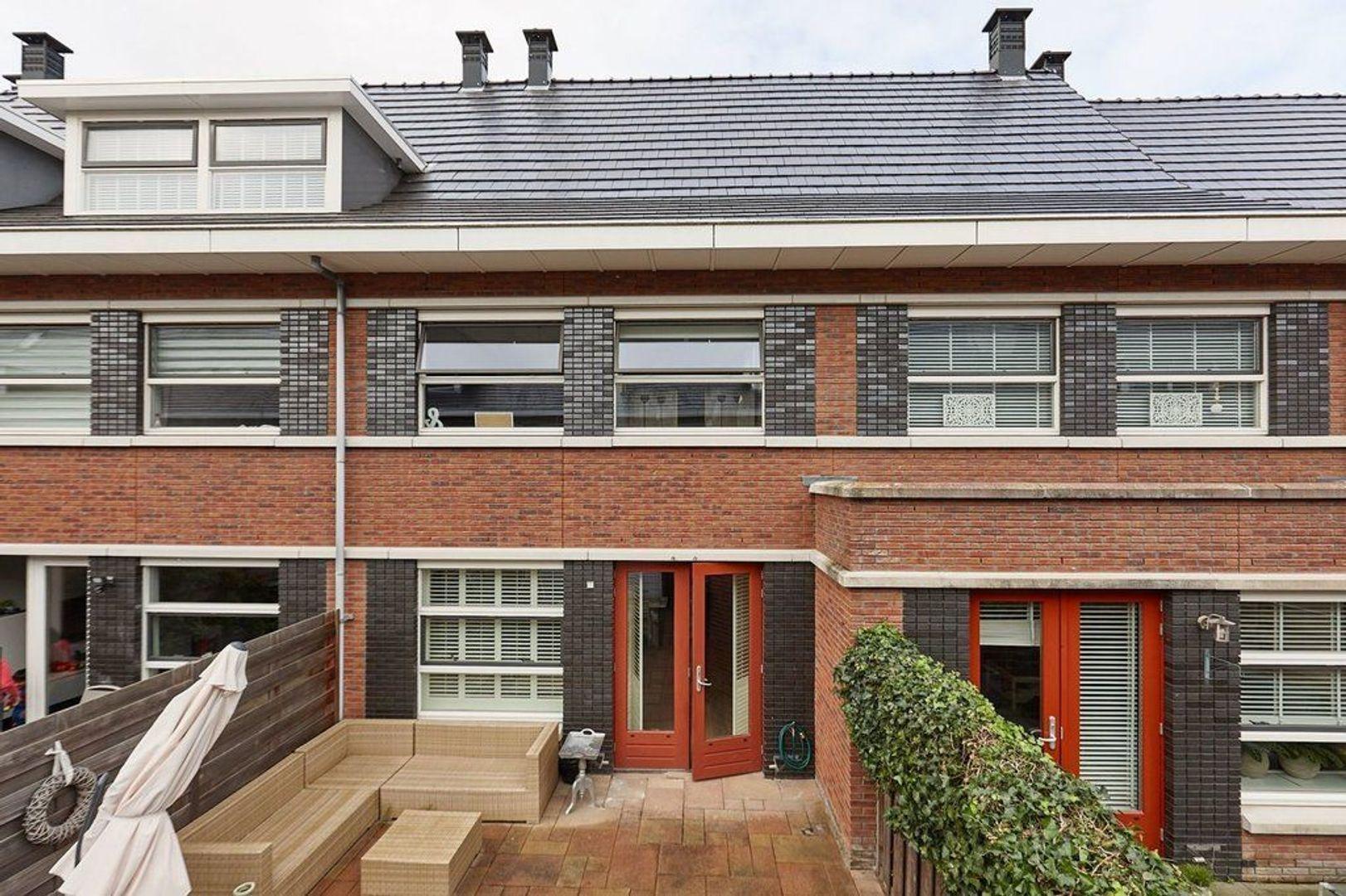 Meijepolderstraat, Den Haag foto-10 blur