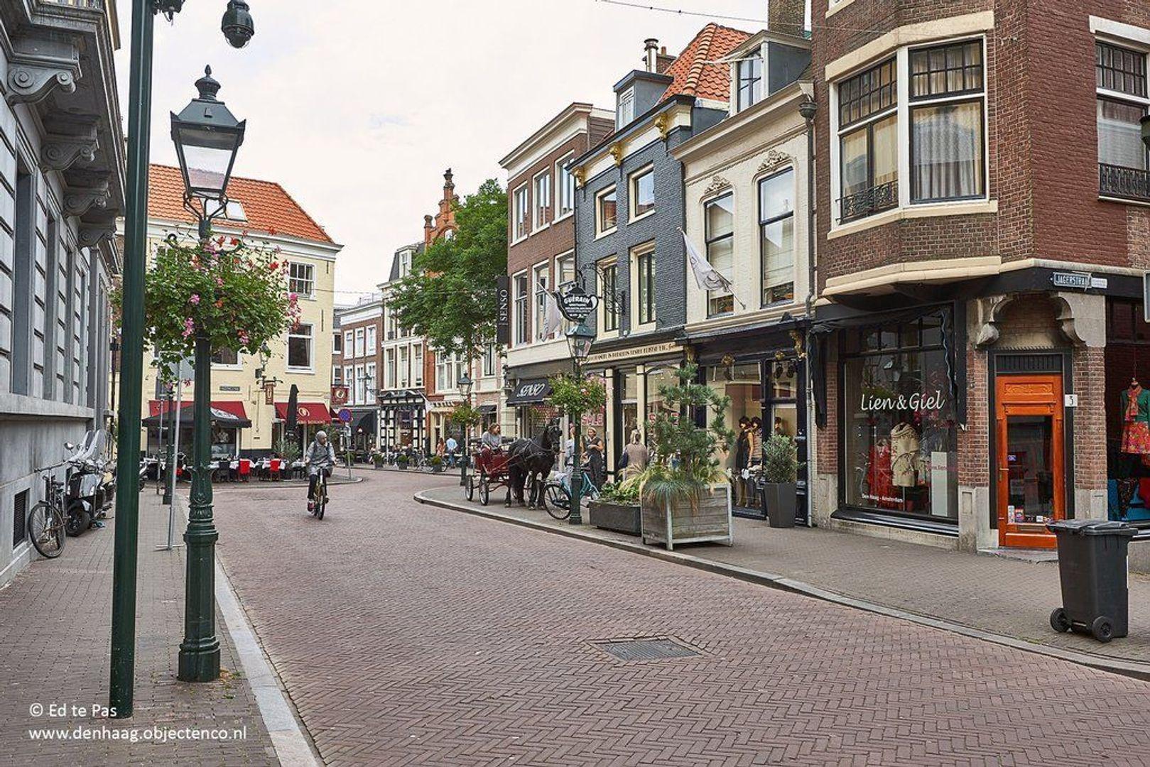 Zeestraat, Den Haag foto-21 blur
